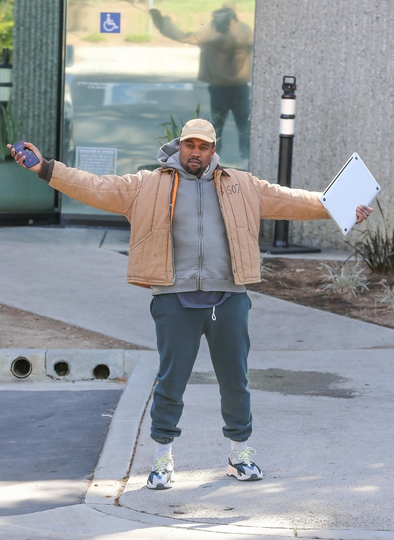 kanye-west-open-arms-studio-calabasas-february-2018-03.jpg