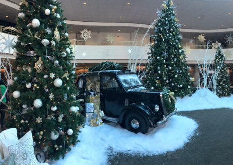 The fabulous black cab, with wreath and roped tree to complete the look.