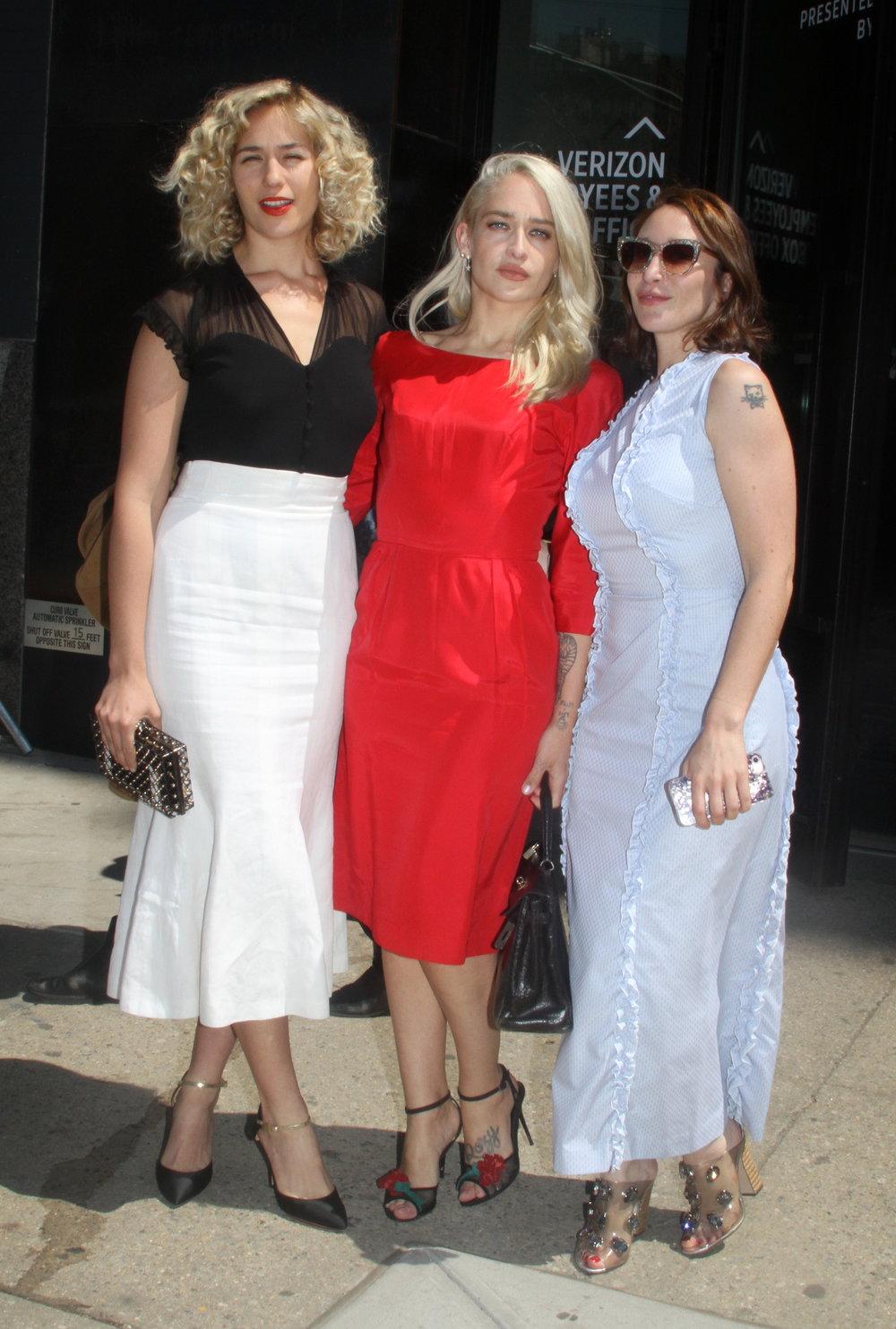 Lola Kirke, Jemima Kirke, & Emma Forrest.JPG