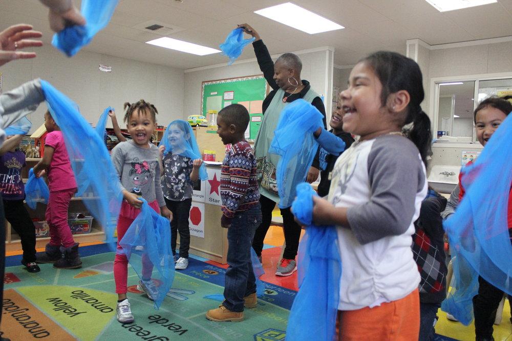 Preschool Tunes/Música preescolar, ages/años 3-6
