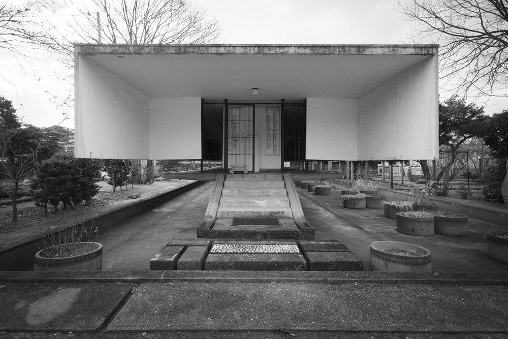 Tokuun ji Temple-Ossuary.jpg