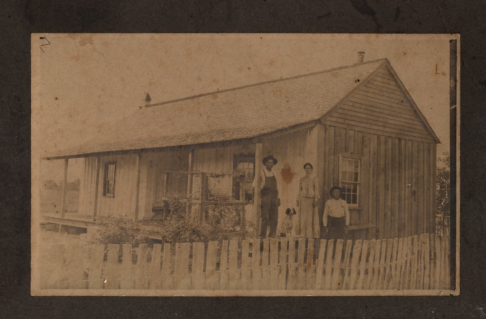 FARM HOUSE PHOTOGRAPH, circa 1900
