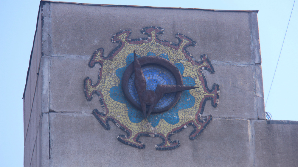 Both mosaic and bas-relief decorate the building on Shabdan Baatyr str.