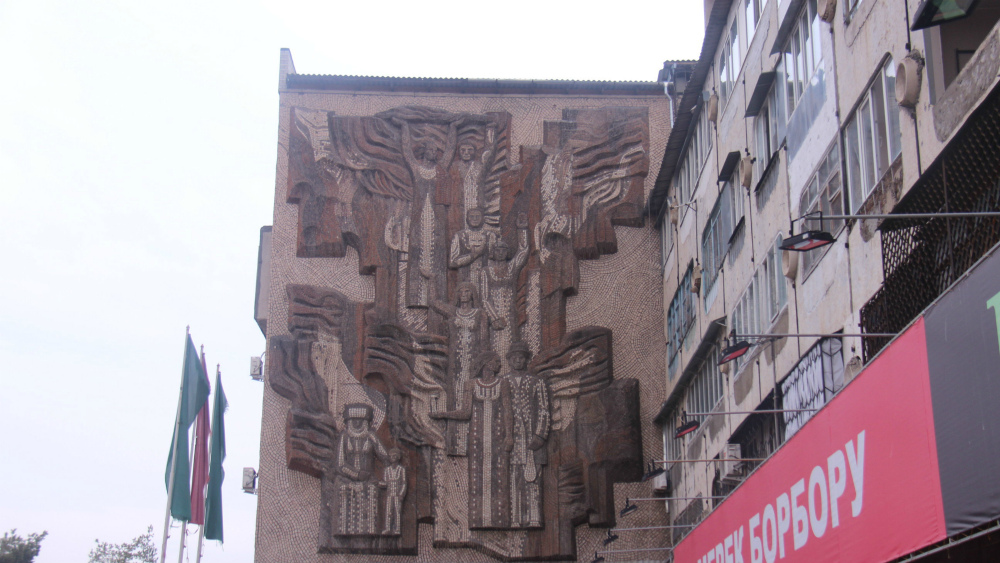 'March' by Alexei Kamensky and Albert Bekdzhanian decorates a building on 'the Southern Gates'.