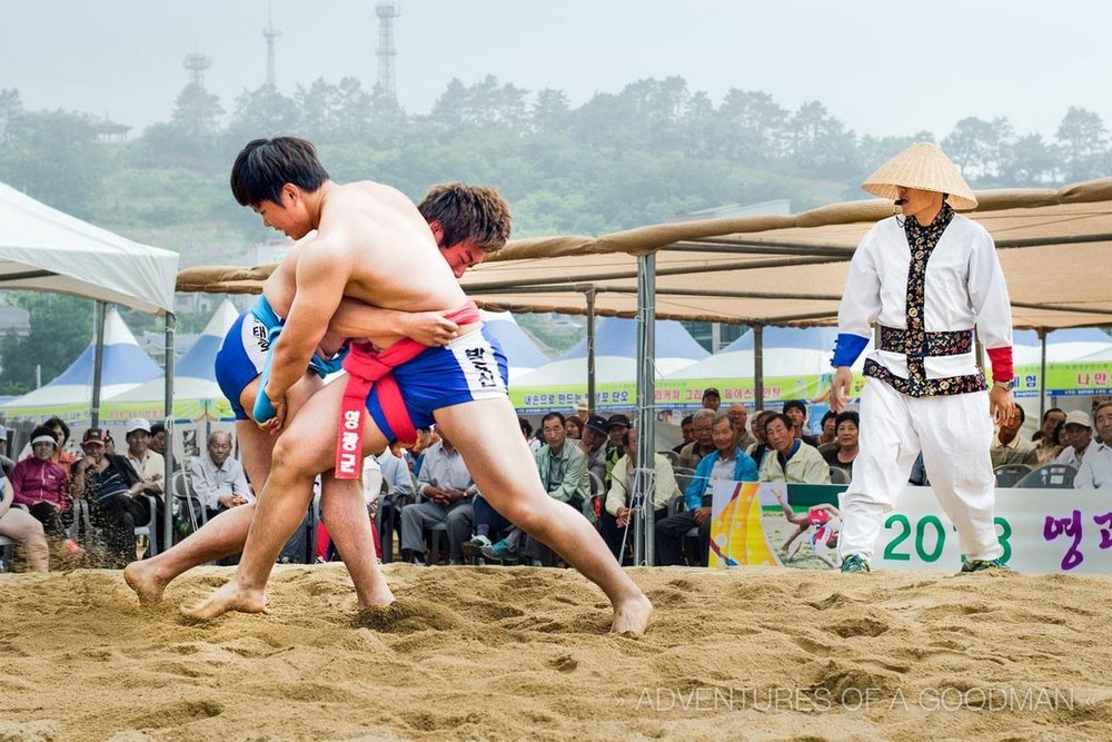 - Korean national wrestling. Opponents start kneeling, then they enter into a mutual hold: right hand takes the waist belt, and left — the belt loop on the right thigh. To win one must force the opponent to touch the ground with any part of the body above the knee.