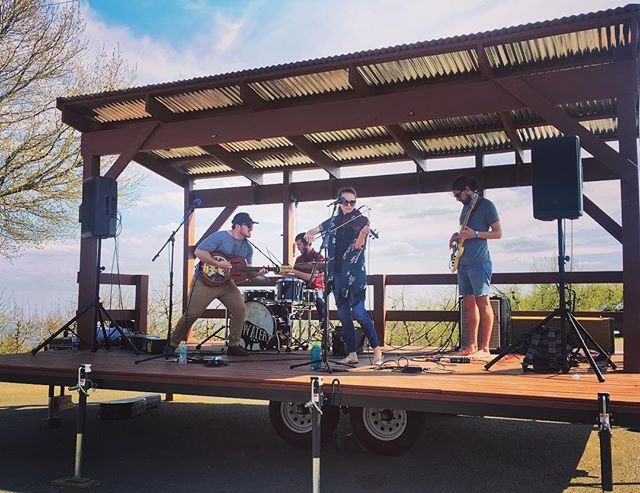 Who had a good weekend? We sure did!! Thanks @cartermountain and @boldrockcartermountain for showing us an awesome time... per usual! Photo cred: @ci.benz  Until next time! #strongwaterva #boldrockcider #springfling #americana #folkyeah #windy