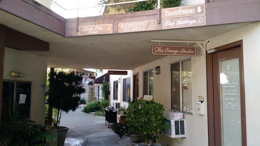 Commercial tenants in 3483 Golden Gate Way