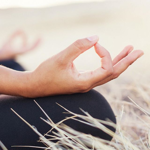 """""""Sanar mi mundo interior y así sanar mi mundo exterior"""" @marianasanche  de @lasabiduriadelcorazon escribe en nuestro blog sobre la meditación y la sanación. Link en nuestra bio. (sanam.mx/artculos/meditacion)"""
