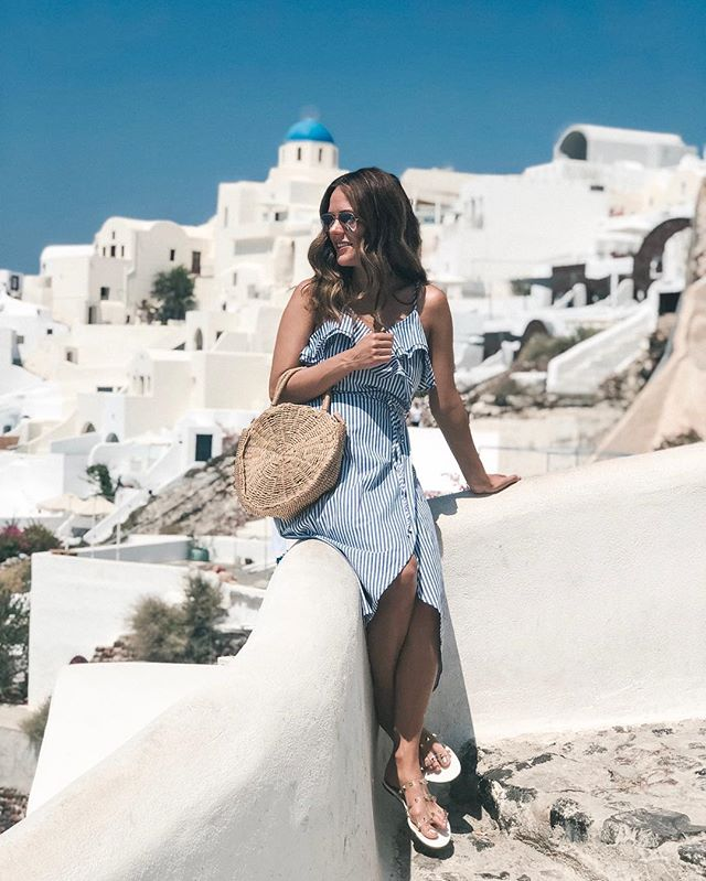 All things blue and white are a necessity in Greece. 🇬🇷 This trend is going strong this summer and I'm loving it! Today on the blog I'm sharing 10 fun nautical dresses all under $25! Link in bio. #summerstyle #summerfasion #summerfashionfinds #travelstyle