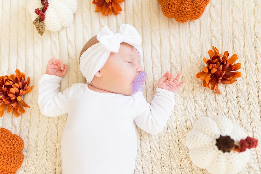 Olivia-one month-4.jpg