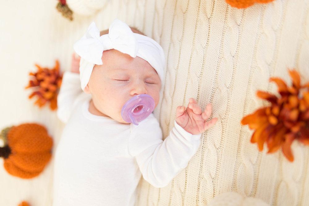 Olivia-one month-5.jpg