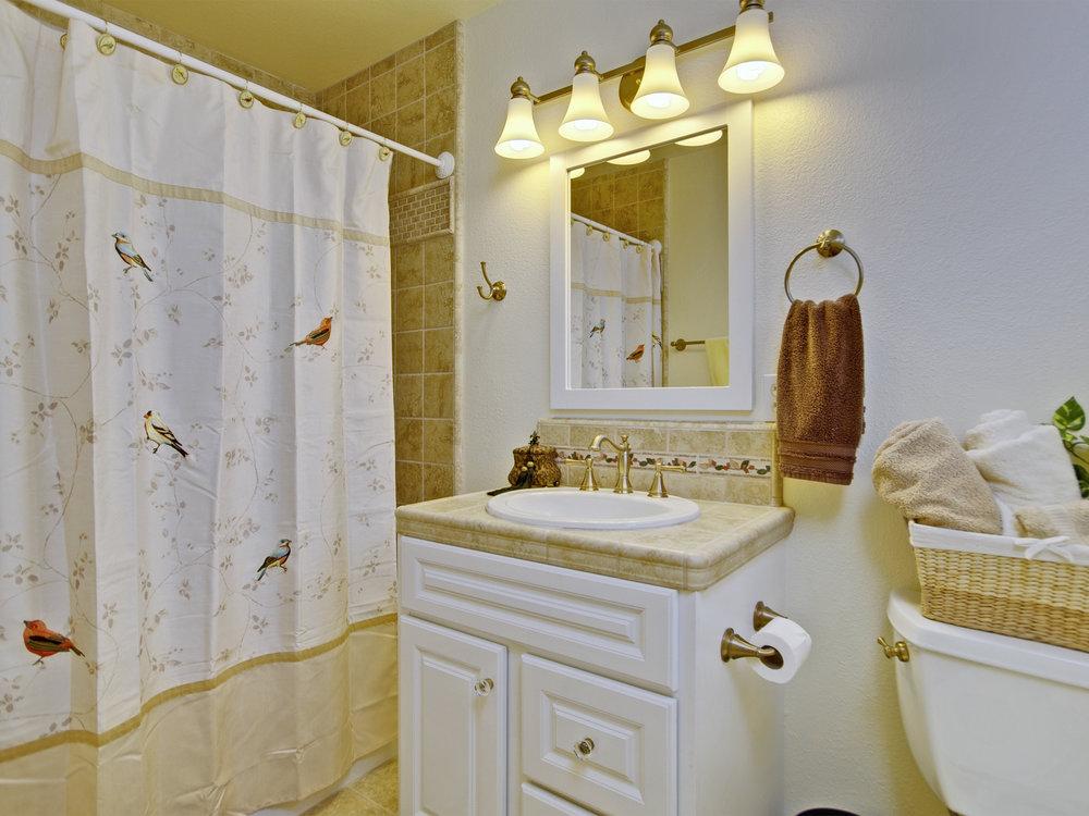 6221_ButterfieldWay_Int_Bathroom3_01.jpg