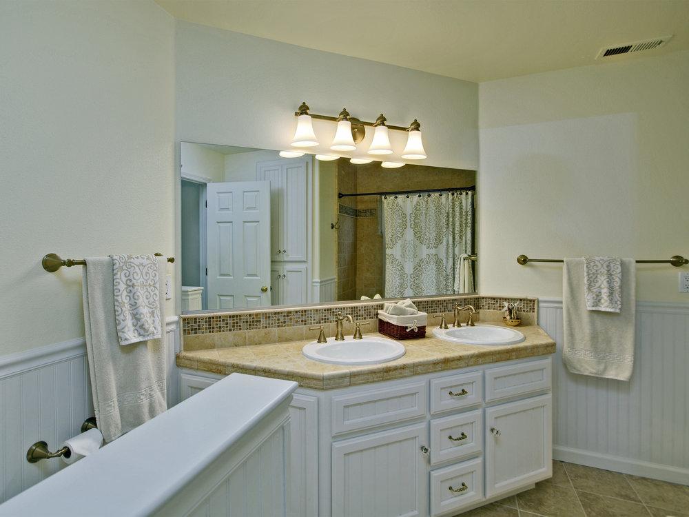 6221_ButterfieldWay_Int_Bathroom4_01.jpg