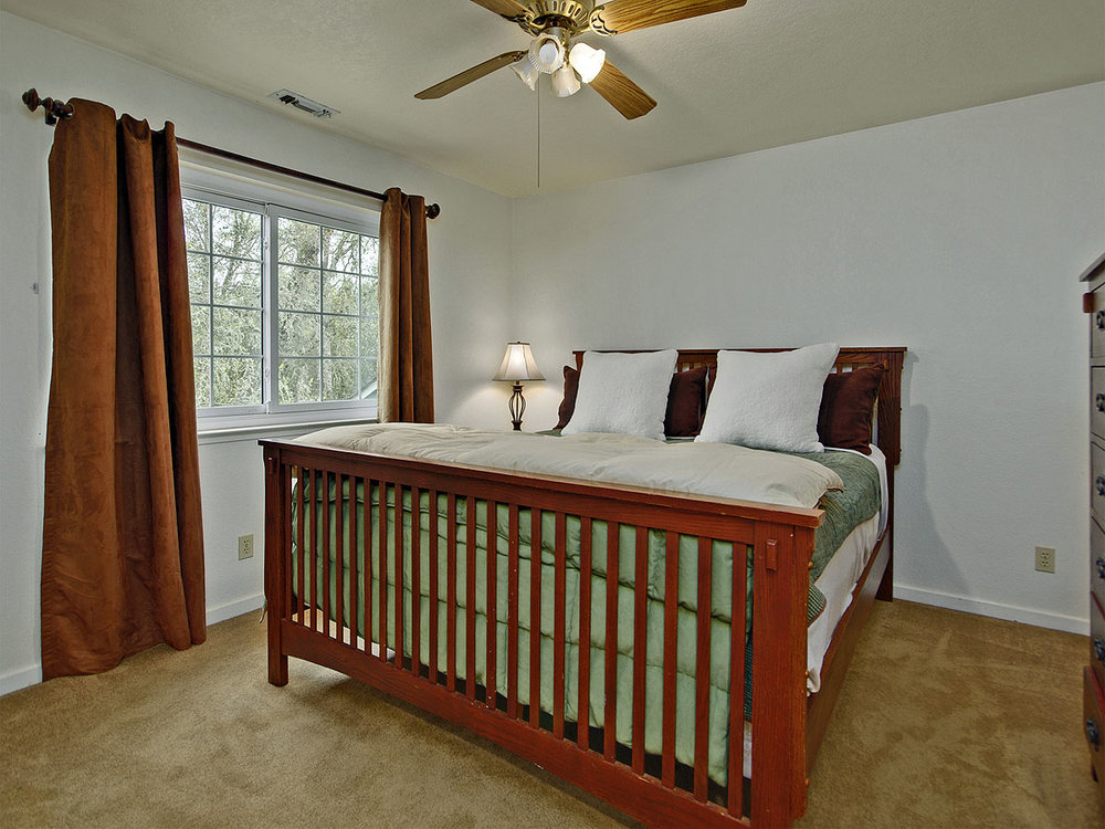 5735_OldFrenchTownRoad_Int_Bedroom3_01.jpg