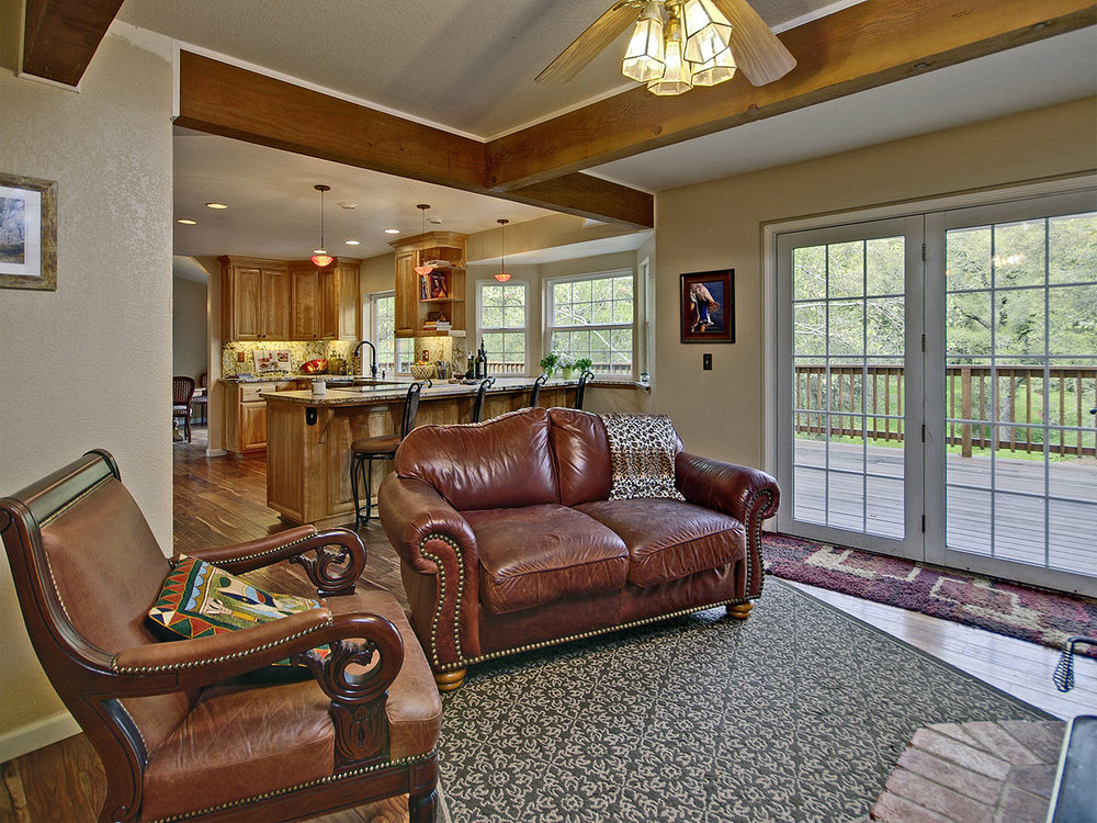 5735_OldFrenchTownRoad_Int_FamilyRoom_02.jpg