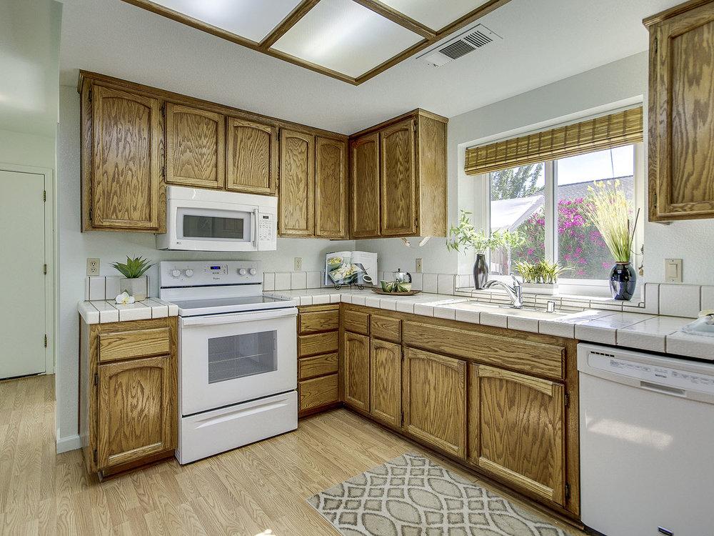 2896_RoyceDrive_Int_Kitchen_03.jpg