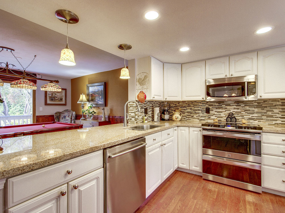 3646_FairwayDrive_Int_Kitchen_01.jpg