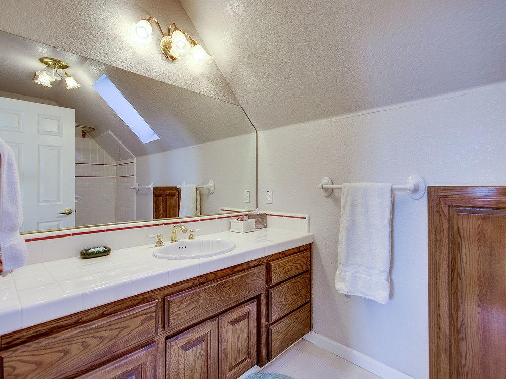 2346_SanfordCourt_Int_Bathroom2_01.jpg