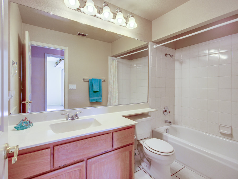 4778_CastanaDrive_Int_Bathroom2_01.jpg
