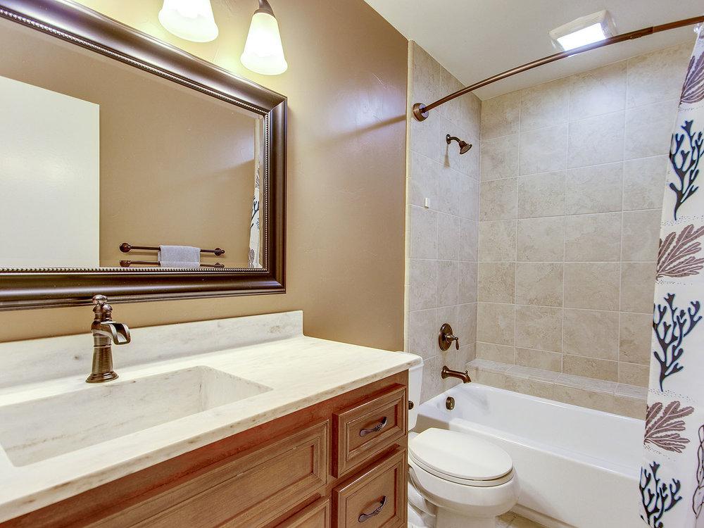 11365_GoldCountryBlvd_Int_Bathroom2_01.jpg