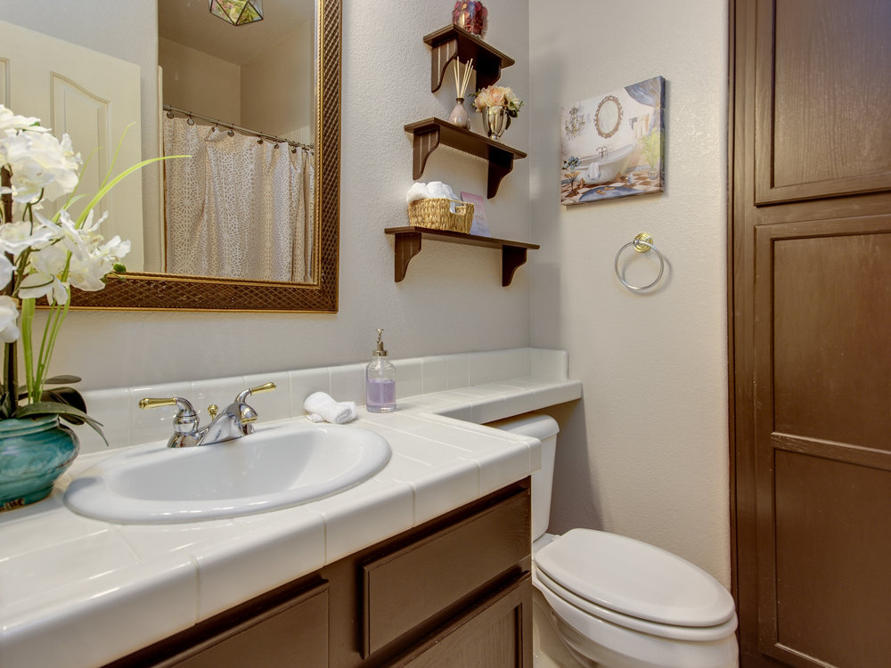 1169_BoxelderCircle_Int_Bathroom1_01.jpg