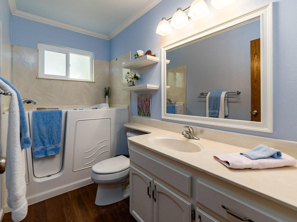 2856_OsborneRoad_Int_Bathroom1_01.jpg