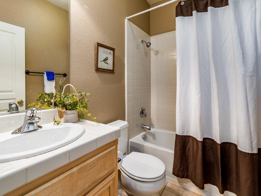 7151_CinnamonTealWay_Int_Bathroom1_01.jpg