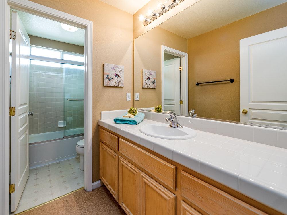 7151_CinnamonTealWay_Int_Bathroom2_01.jpg
