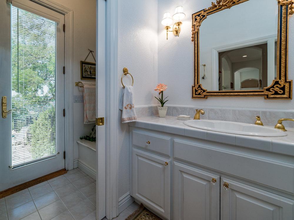 5008_BentCreekCourt_Int_Bathroom2_21.jpg
