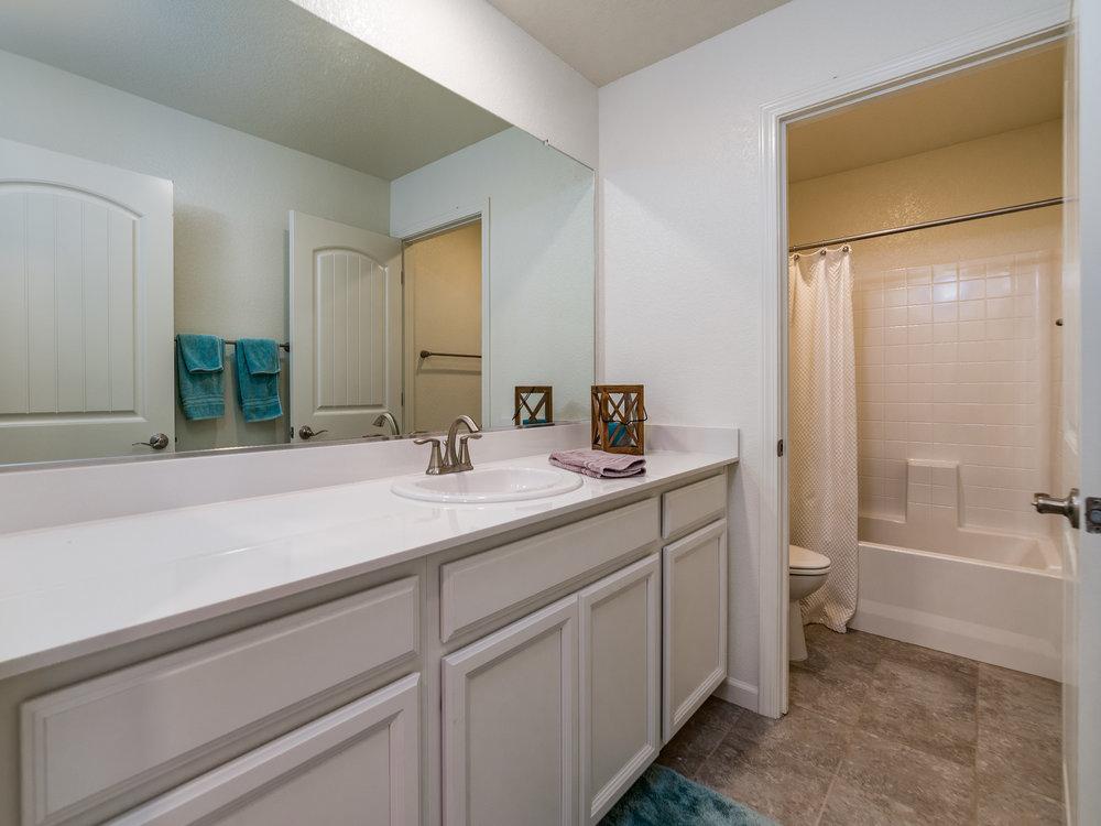 10981_MerrickWay_Int_Bathroom2_01.jpg