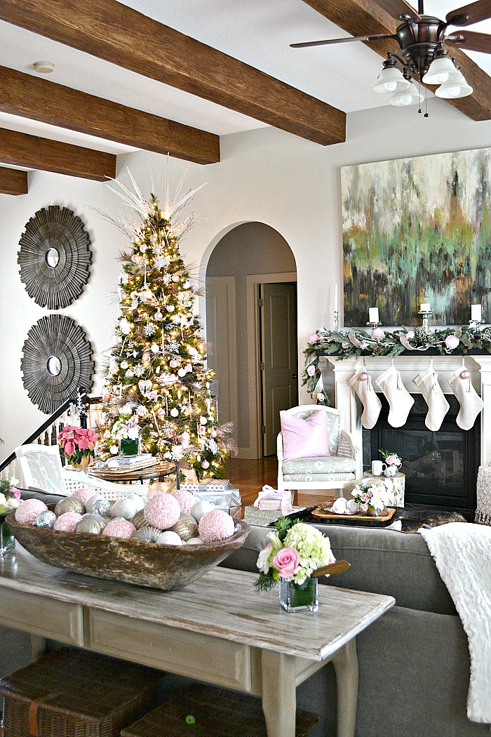 SN-Xmas-Home-Tour-Pink-Tree.jpg