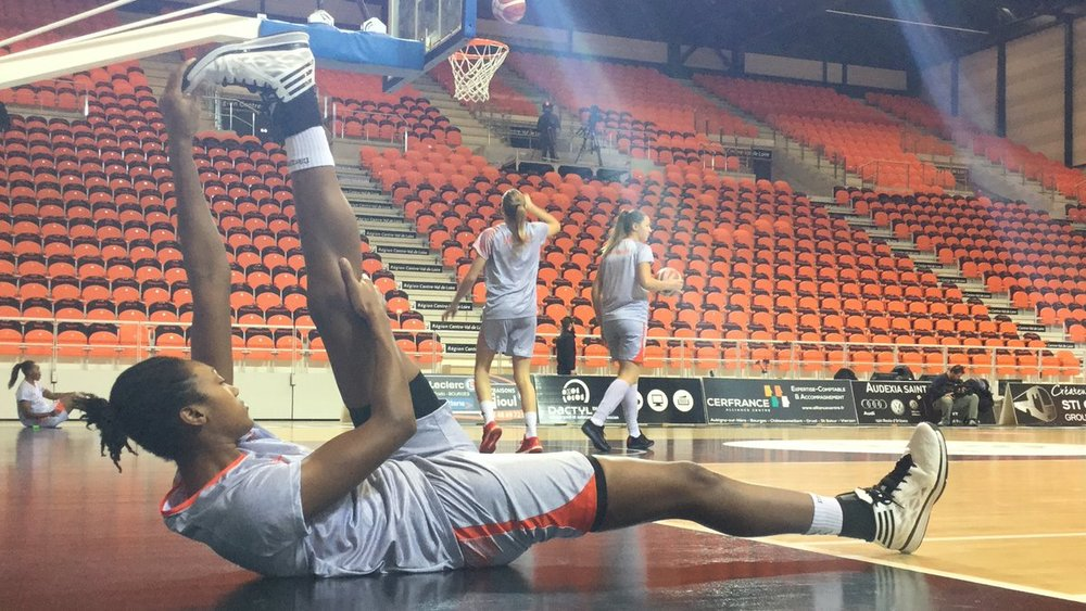 Pre Game stretching. Silver and Orange, two colors that I absolutely love #TangoBourges #SAStars #CuseNation