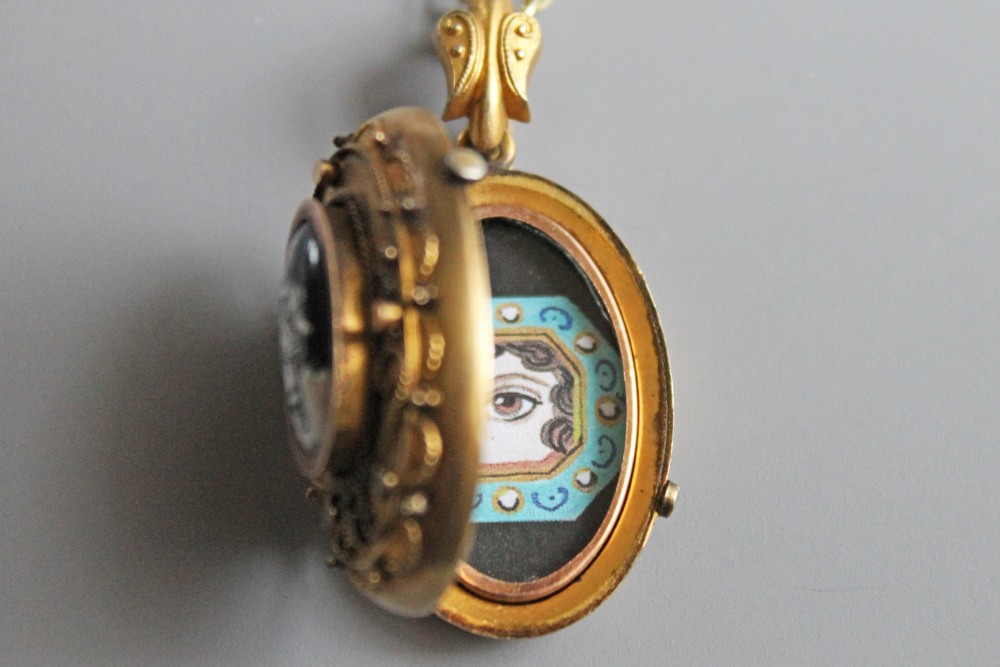 Antique jewelry from Georgian to Art Deco Eras. Specializing in Victorian and Mourning Jewelry.