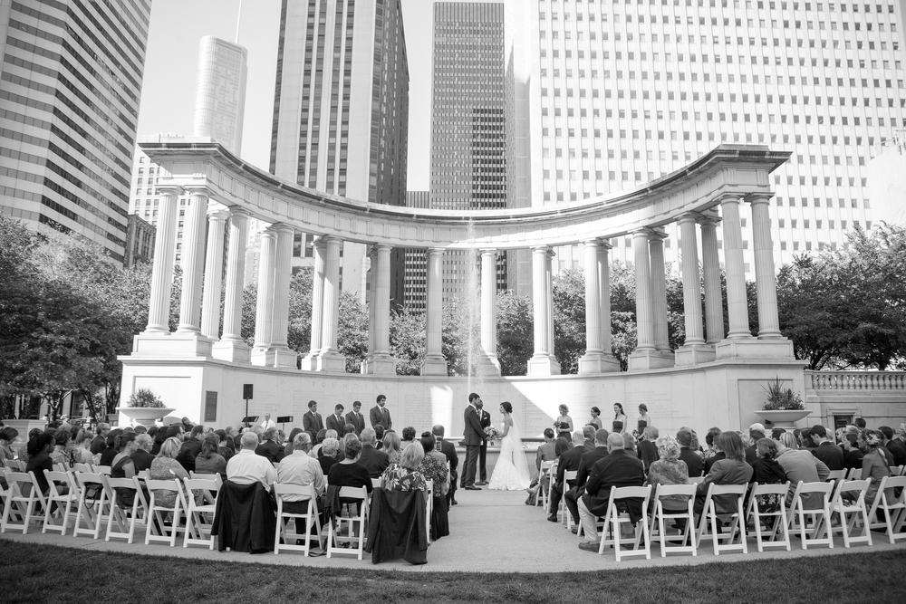 Chicago_wedding_photography_misty_winter_photography_top_best_millenium_park_003.jpeg