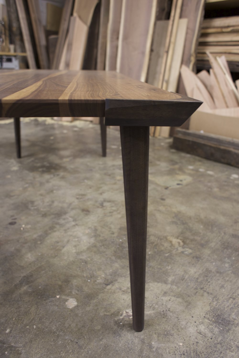 Walnut dining table - Side view