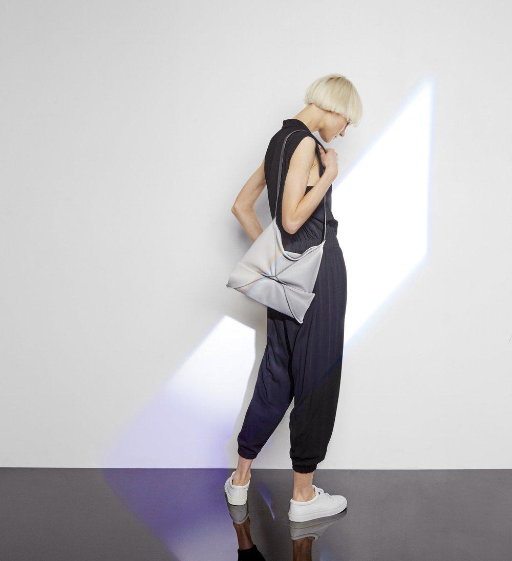 Hana shoulder bag in light grey -Medium size