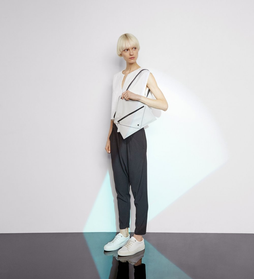 Hana shoulder bag in light grey - Small size