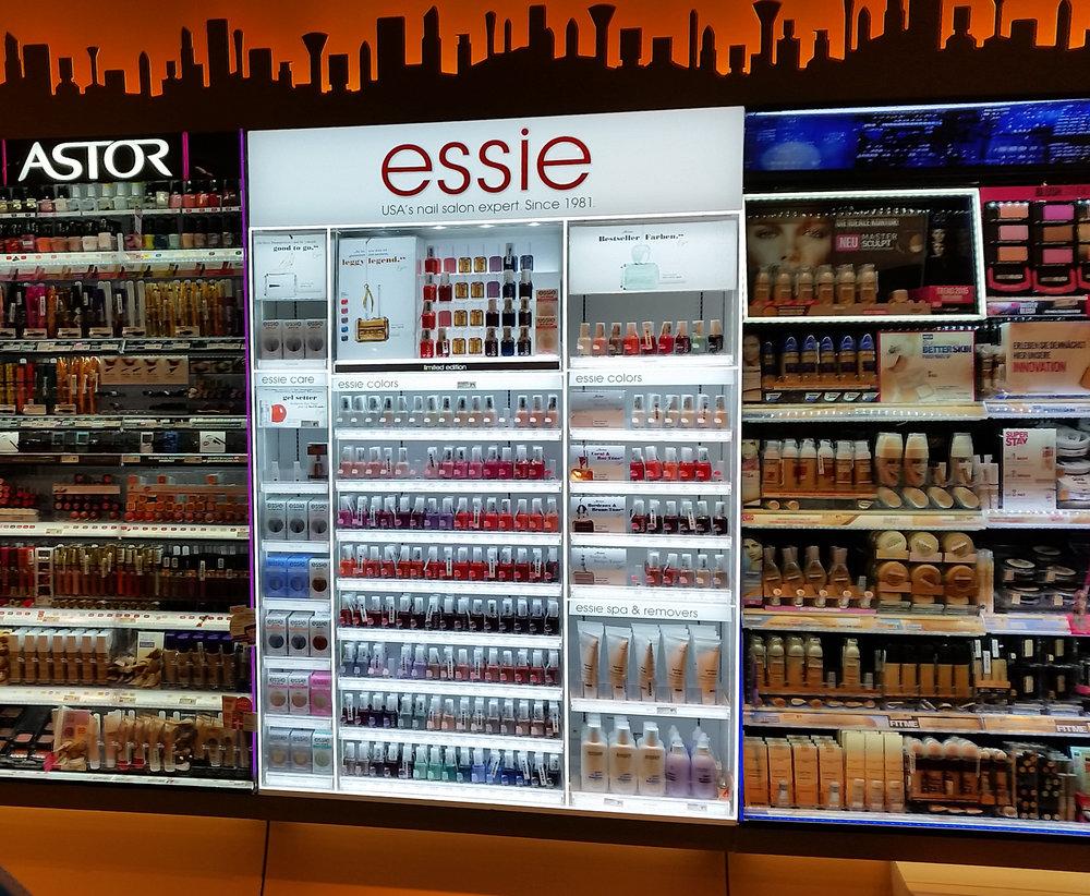 ESSIE_GER_1mx1,45m_SHORT_Testmarket.jpg