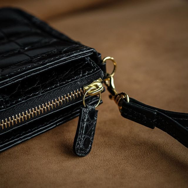 Completed: Bespoke pouchette in glazed black American alligator.