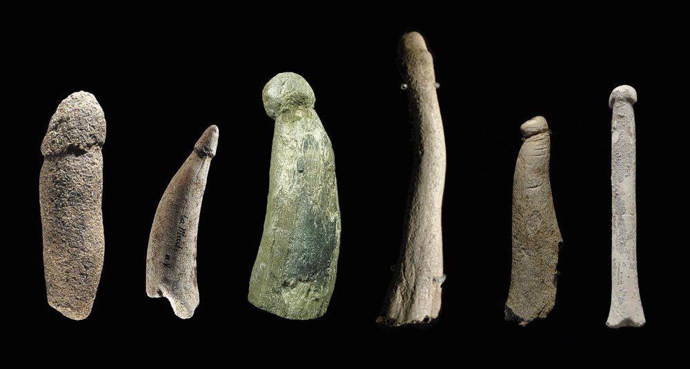 12.000 лет до н.э.  Несколько каменных фаллические штук с обнаруженными на некоторых пирсингами, шрамами и татуировками.