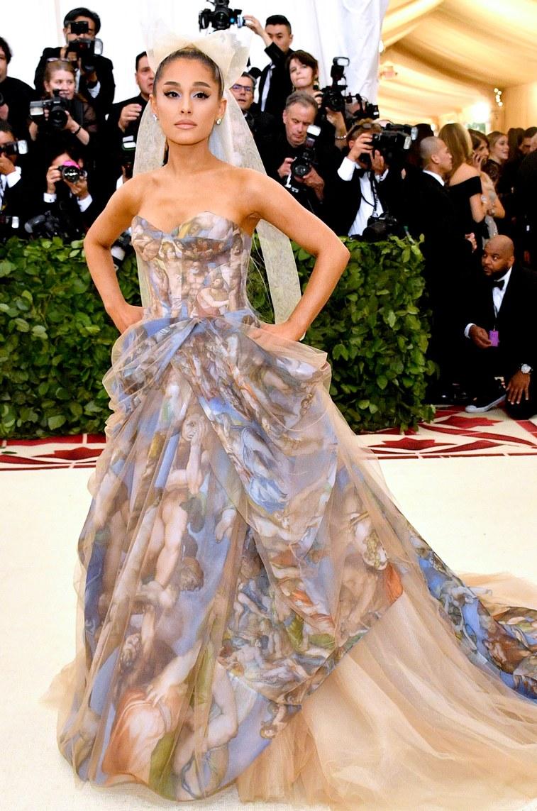 Ariana Grande (wearing Vera Wang)   Photographer:Dia Dipasupil