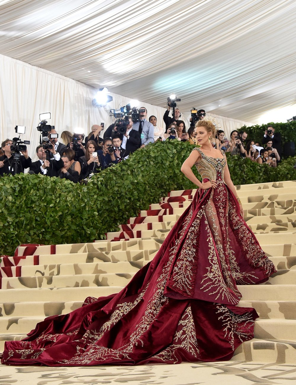 Blake Lively (wearing Versace)    Photographer: John Shearer/Getty Images