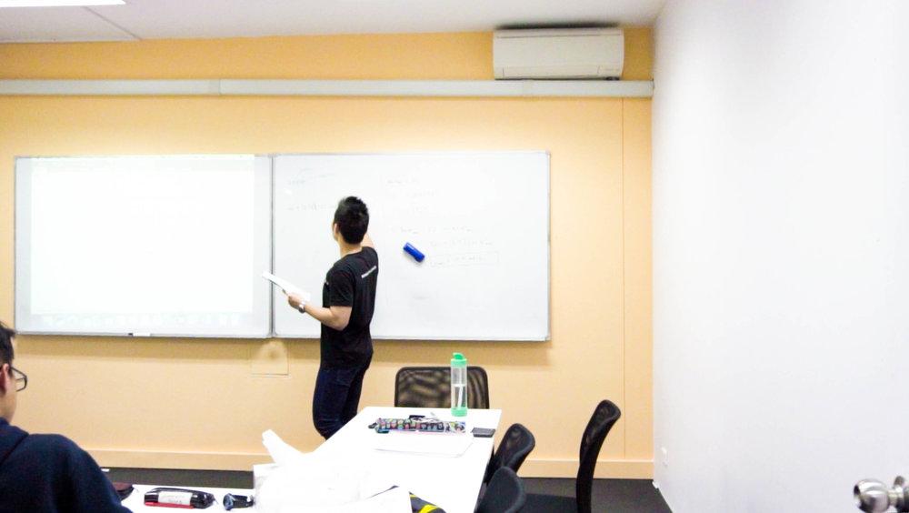 功课辅导 - 如果需要额外帮助,学生可以随时来参加我们的功课辅导班!