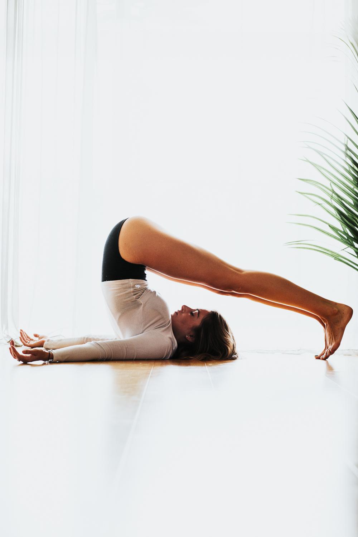 Caitlin_yoga_lifestyle_vaniaelise-J18A1799-Edit.jpg