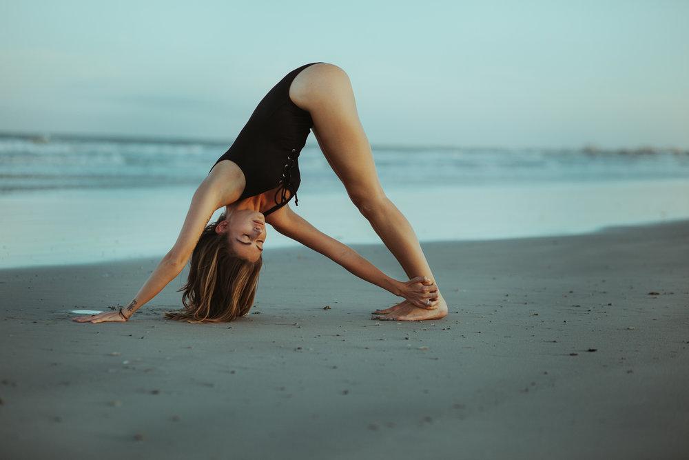Caitlin_yoga_lifestyle_vaniaelise-J18A2416-Edit.jpg