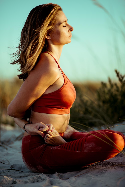 Caitlin_yoga_vaniaelisephotography-J18A2391-Edit.jpg