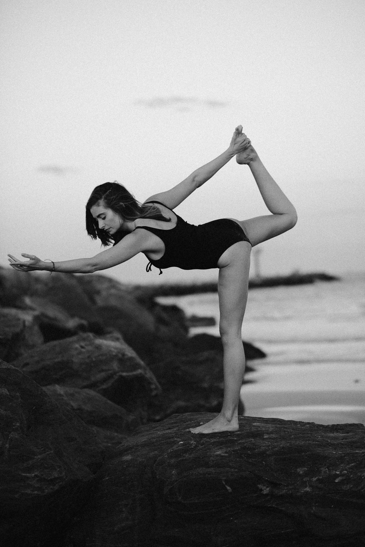 Caitlin_yoga_vaniaelisephotography-J18A2474.jpg