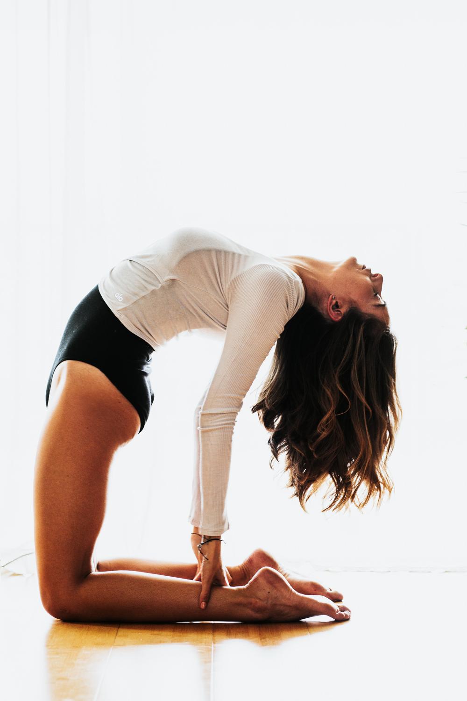 Caitlin_yoga_lifestyle_vaniaelise-J18A1774-Edit.jpg
