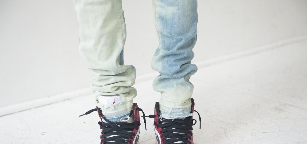 jeans detail foot.jpg
