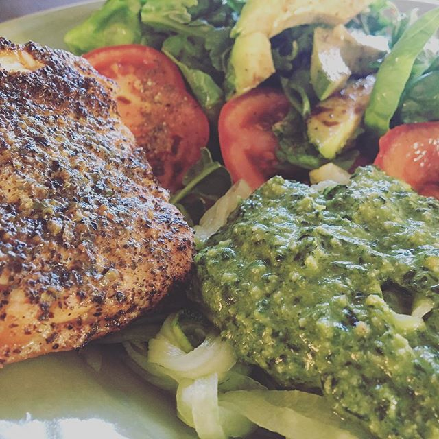 Muscle food. 🥗greenhouse salad 🐟 salmon, zoodles and home made pesto.  Yum!